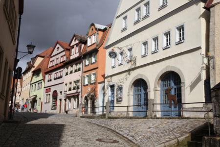 Die Fassaden der Häuser der Unteren Schmiedgasse