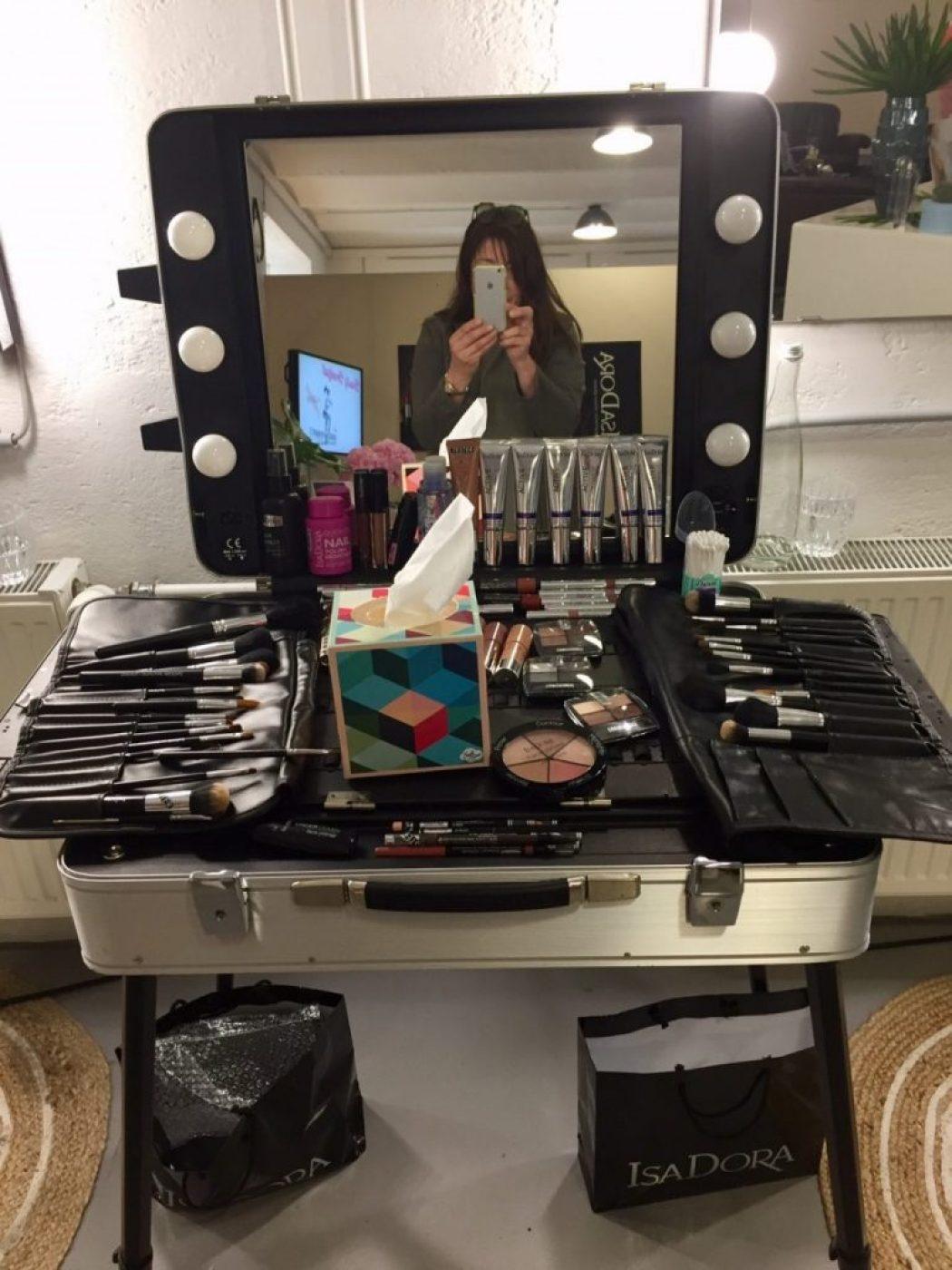 Mädchen lieben Kosmetik