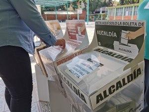 Urnas para depositar votos. Imagen de las elecciones federales en la Ciudad de México, 2021. Foto: ProtoplasmaKid, (Wikimedia Commons / CC BY-SA 4.0)