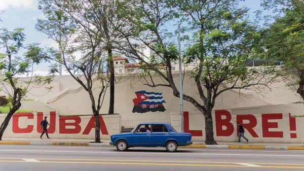 Cuba Los Países Bajos y el embargo/bloqueo. Mural en La Habana.