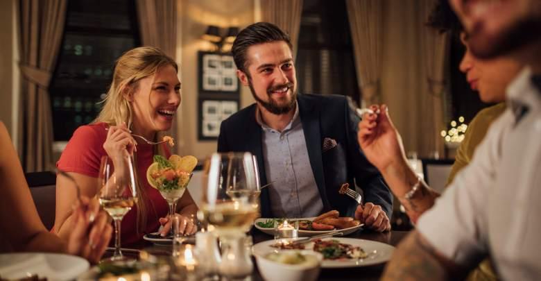 Photo of Como planejar um jantar de noivado perfeito? Descubra aqui!