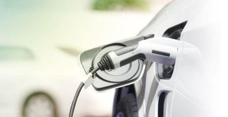 recargar un coche eléctrico