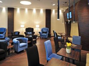 Kényelmes lounge várókban is eltölthetjük az időt