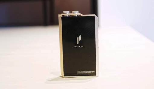 Le dos en verre micro-gravé du Cowon Plenue 2 fait toujours effet.