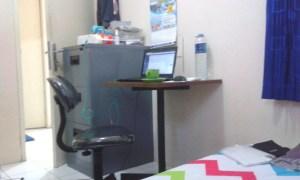 Kantor kecil disamping tempat tidur
