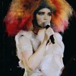Björk_performing_at_Cirque_en_Chantier_1_edit
