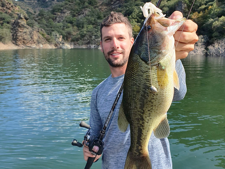 Comment pêcher le black bass en été ?