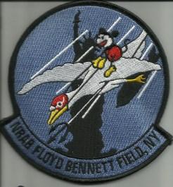 Эмблемма базы ВМФ Флойд Беннет Филд Дисней против Гитлера МУЛЬТЯШКИ ДИСНЕЯ ПРОТИВ ГИТЛЕРА Floyd Bennet Field