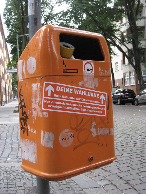 """Wahlurne"" in Berlin Neukölln"