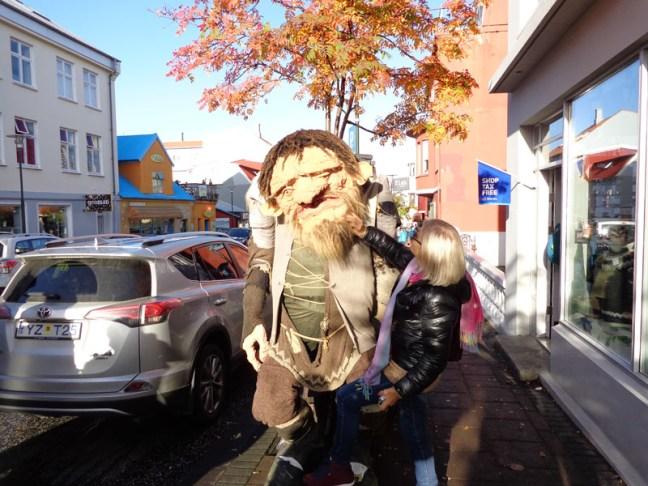 Исландски трол и българка
