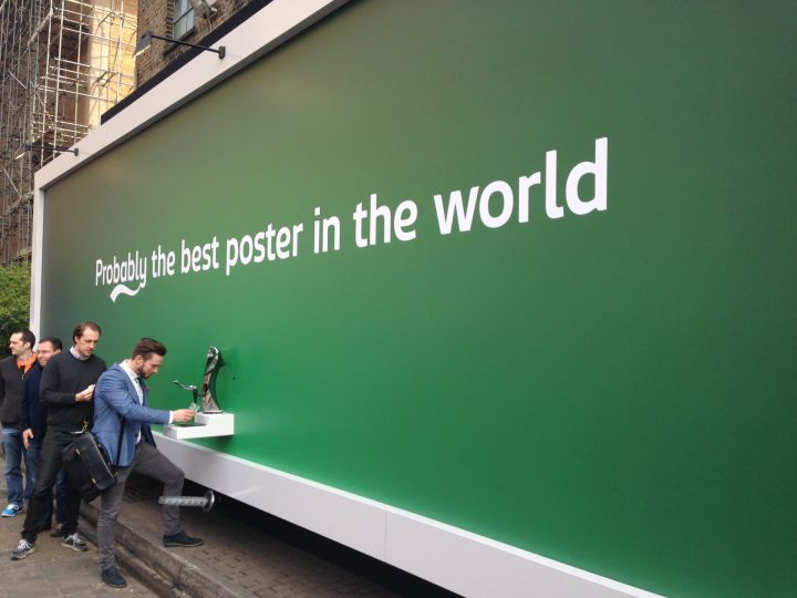 guerrilla-marketing-free-beer-carlsberg-720x540