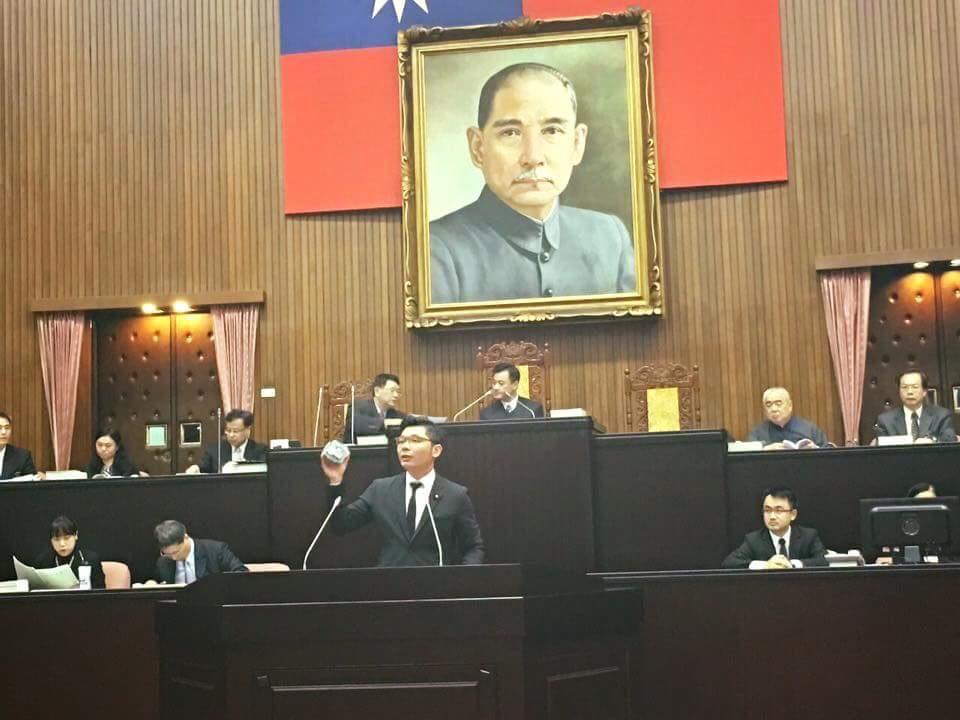 In Taiwan, Congressman Jason Hsu showed the bGeigie Nano in the Taiwanese congress
