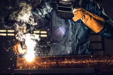 Ropa industrial: La seguridad en los materiales de fabricación.