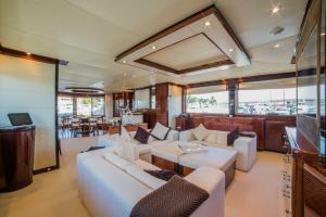rental-Motor-boat-ISA-120feet-Miami-FL_9ADRDvs