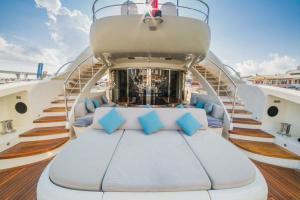 rental-Motor-boat-ISA-120feet-Miami-FL_9bNlH1Q