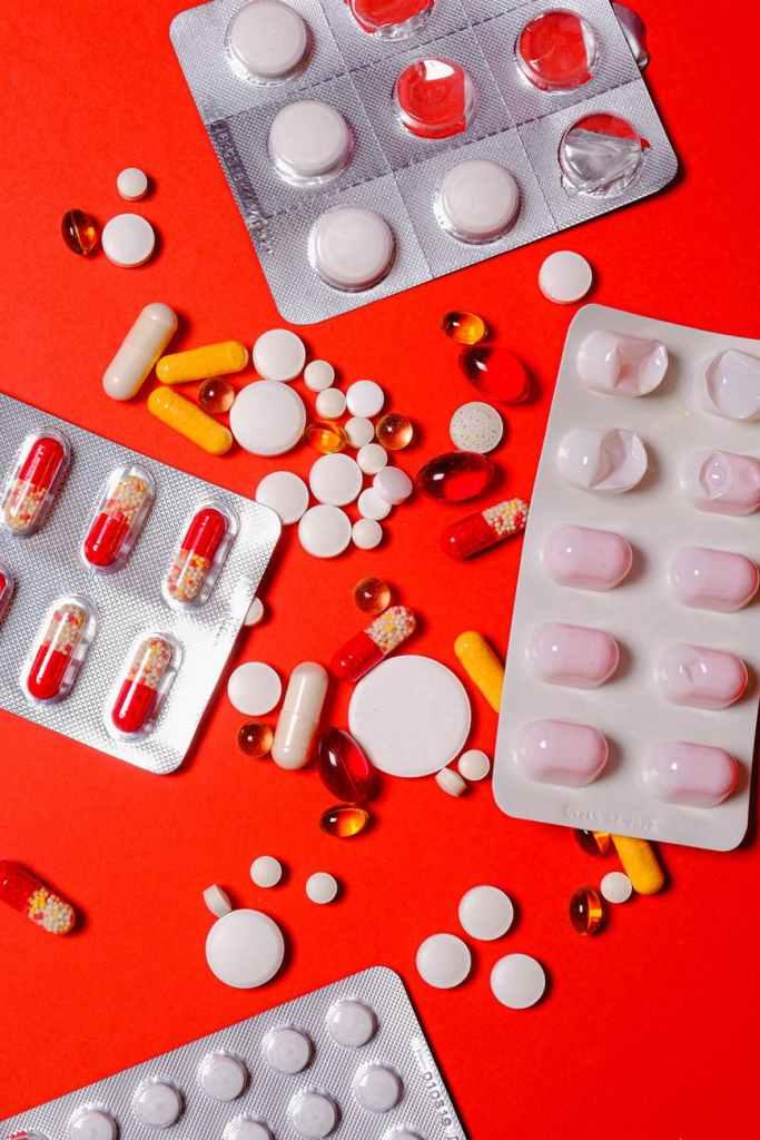 Đổ mồ hôi và bốc hỏa có thể là tác dụng phụ của một số phương pháp điều trị bằng thuốc, bao gồm hóa trị và morphin.