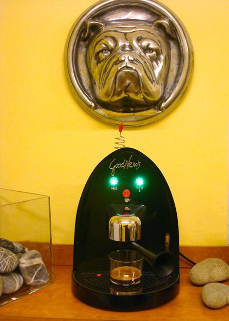Good News di Illy è radio e macchina da caffè con metodo iperespresso | ©foto Sandra Longinotti