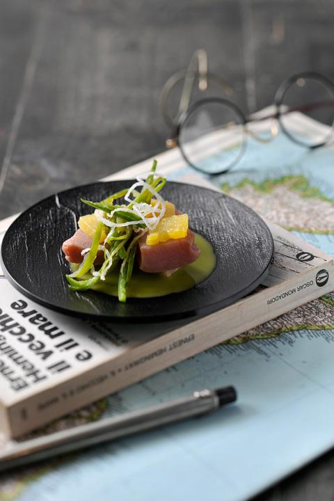 Tonno shabu shabu con friggitelli, di Moreno Cedroni