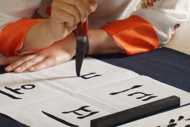 il workshop K-Calligraphy, per imparare a scrivere il tuo nome con l'alfabeto coreano