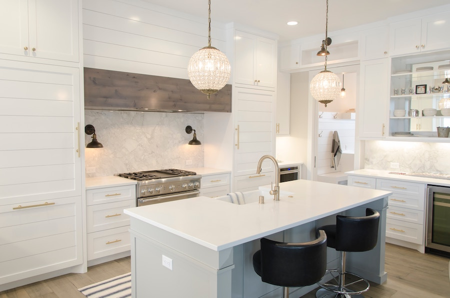 White kitchen with marble, one of 2020's interior design trends