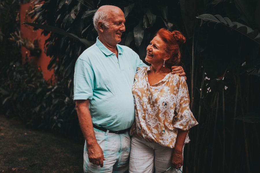 Couple enjoying retirement communities in Sarasota