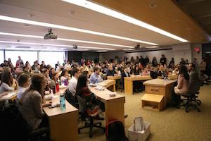 En la escuela de derecho de la Universidad de Harvard el debate sobre la libertad individual es central