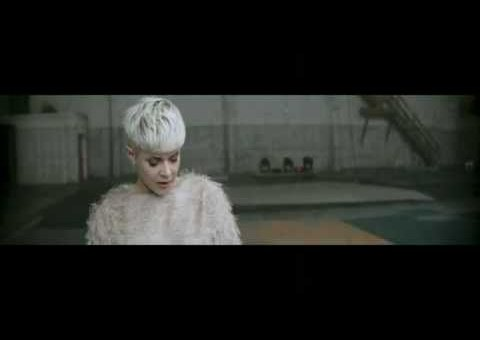 Robyn – Call Your Girlfriend