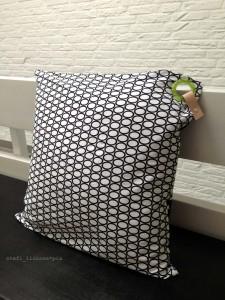 pillow_circles_piercing1