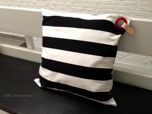 pillow_stripes_piercing1