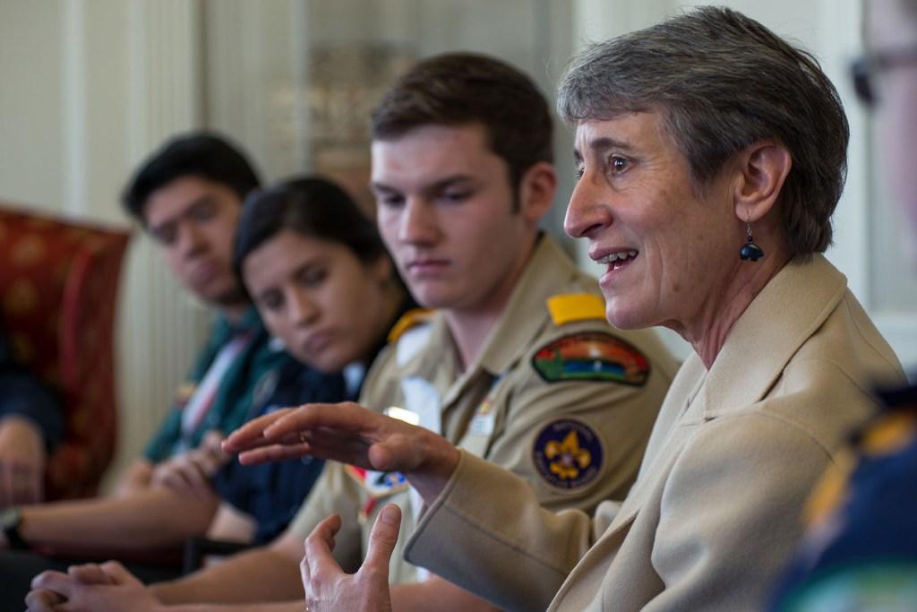Secretary-Sally-Jewell-with-Boy-Scouts-2