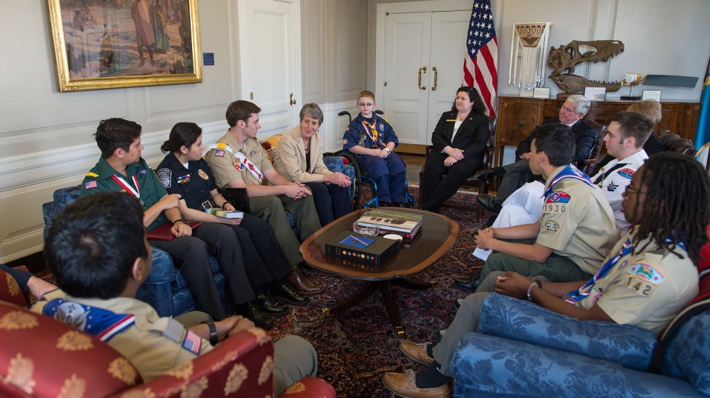 Secretary-Sally-Jewell-with-Boy-Scouts-5