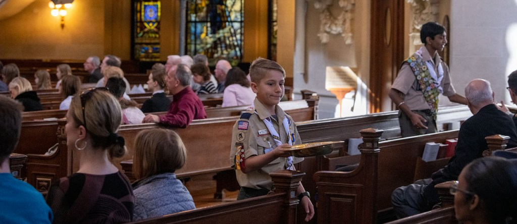 A Scout is Reverent: Delegates help during Naval Academy Chapel service