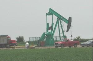 Oil Well (GFDL Pollinator Oil_well3419.jpg)