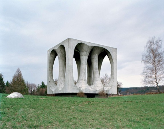 Spomenik_3