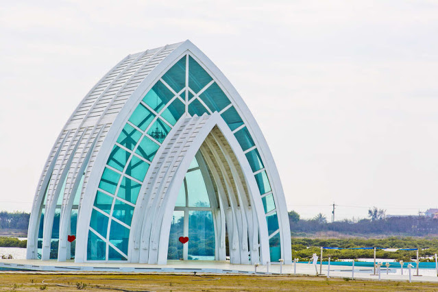 位於北門遊客中心周邊,以極簡純白風格的白色水晶教堂最為吸睛|東南旅遊