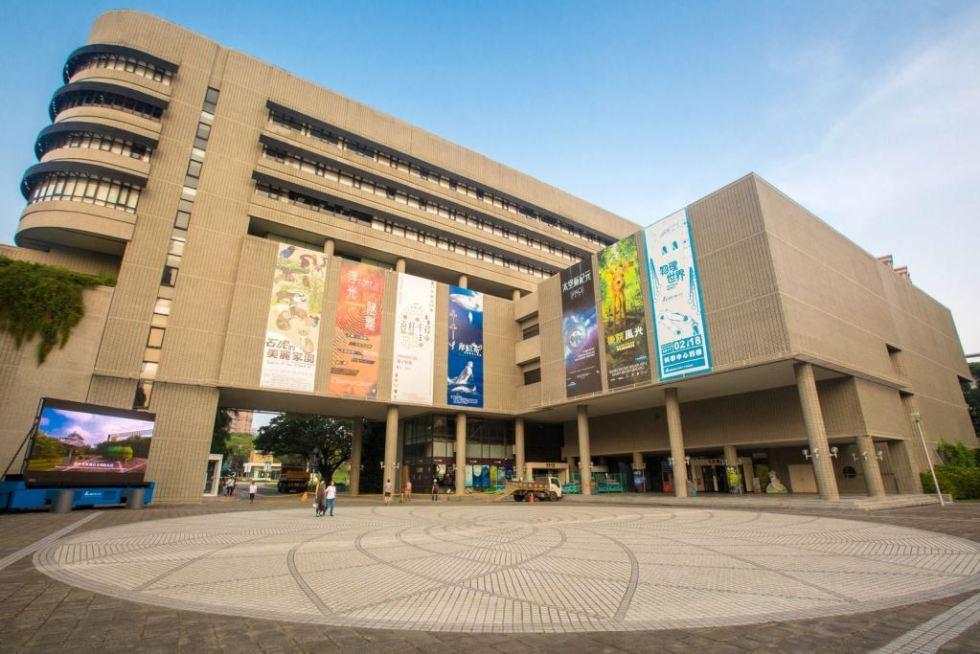 位於台中市北區,為第一座遊國家設立科學博物館,也是首座將自然科學生活化的博物館,館內有許多可以實地動手操作學習區,非常適合親子同樂|東南旅遊