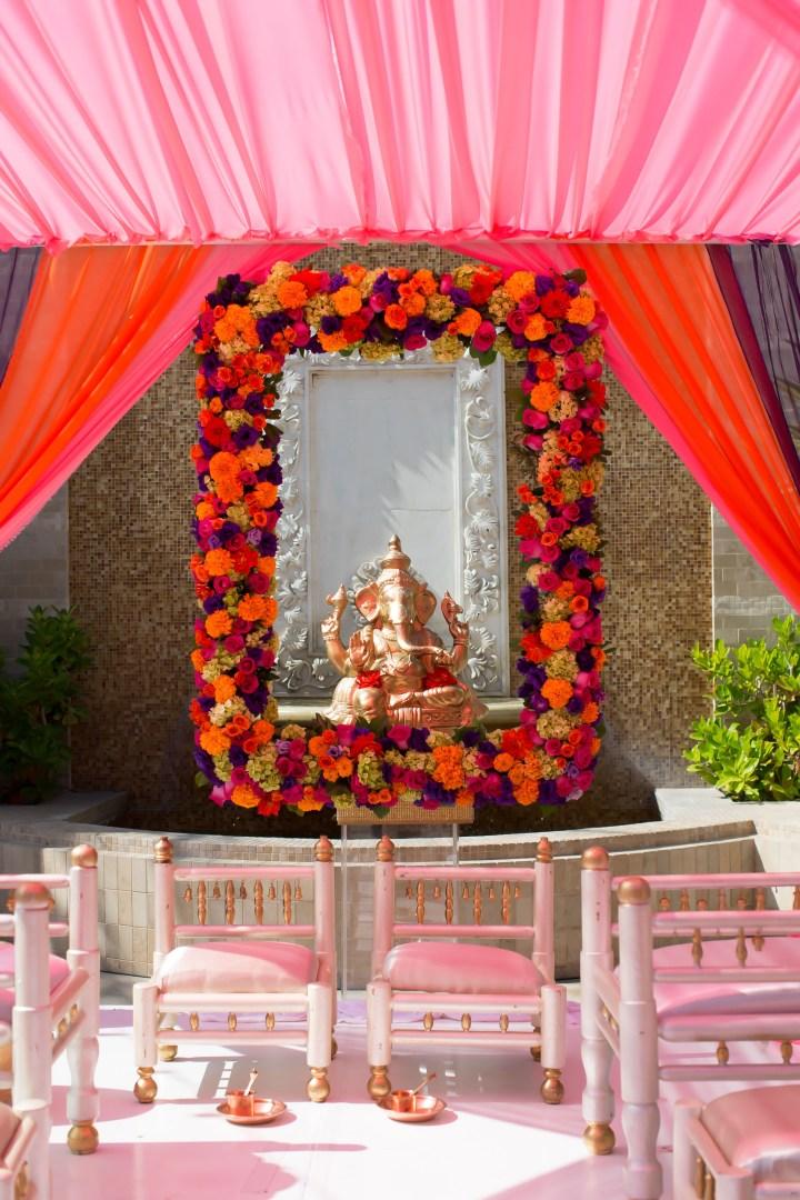 Beautiful frame around Ganeshji - love his decor idea!