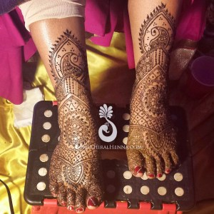 Mehndi on an Indian bride's feet, by Hiral Henna