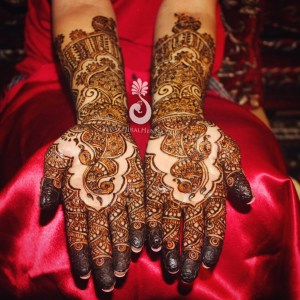 Detailed figurine mehndi on the hands of an Indian bride