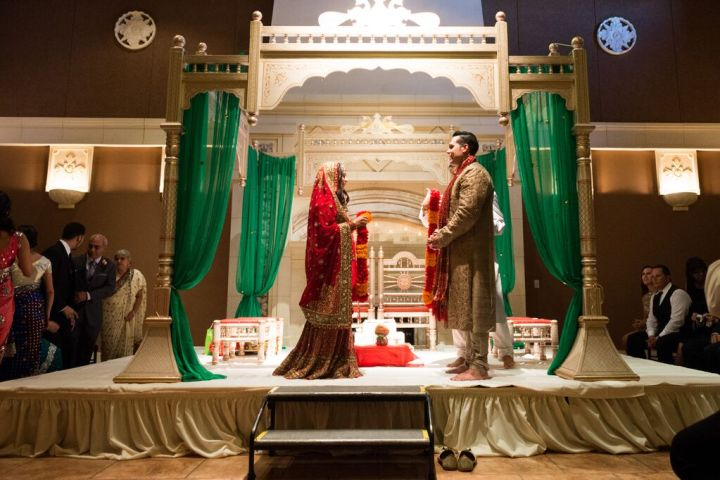 Indian-wedding-Hindu-ceremony-fire-phere-mandap-indoor-Casa-Real-Pleasanton
