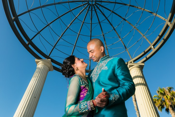 Newport-Beach-Marriott-Indian-Wedding-Photography-bride-groom-photoshoot-gazebo-sea-view-terrace