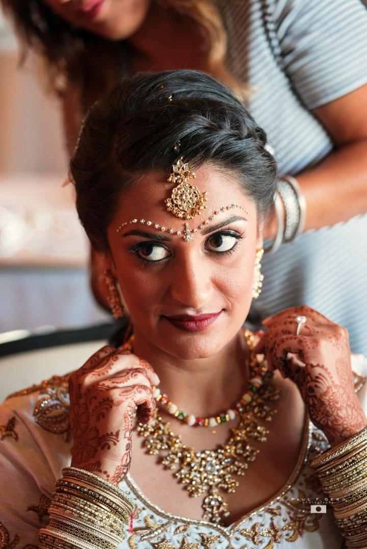 Indian-wedding-Avni-Taylor-Paul-Gero-photography-Hindu-ceremony-Gujarati-Dolled-Lulu-tikka-Indian-bride-dulhan-South-Asian-wedding-updo-bindi-chandlo