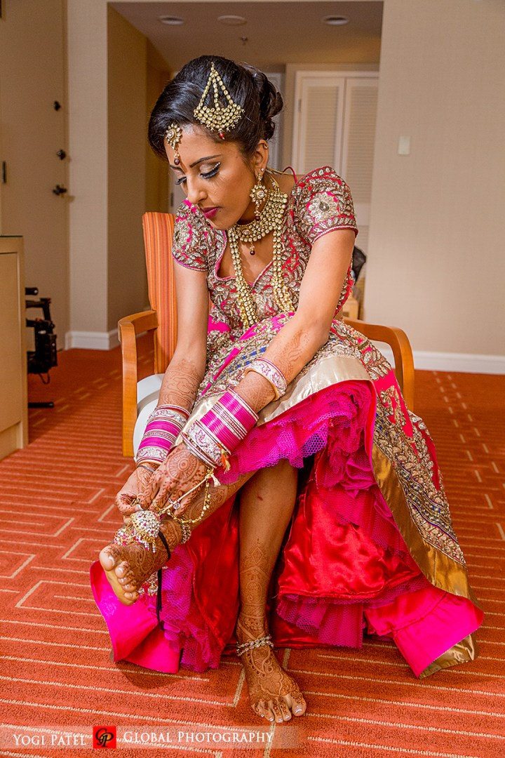 Indian bride wearing jhoomar, tikka, and payal at her Indian wedding