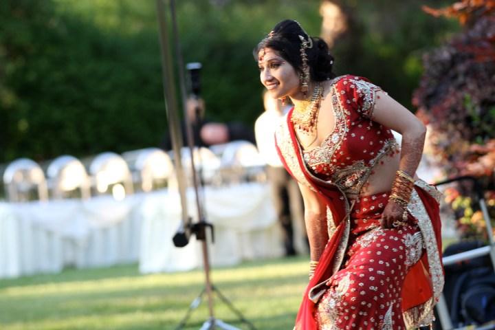 Smita-Aravind-Indian-wedding-mandap-Hindu-outdoor-wedding-ceremony-lehenga-dupatta-mehndi-tikka-nosering-nath-Tamil-Oriya
