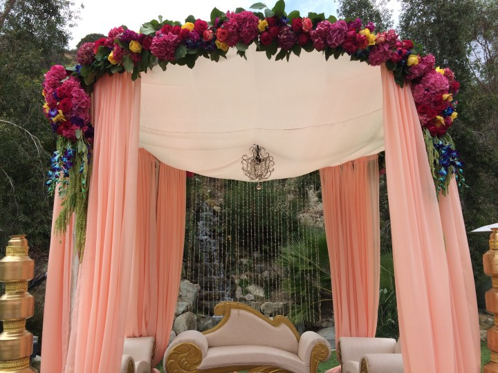12 POLE ROUND MANDAP WITH FLORAL SPRAY copy