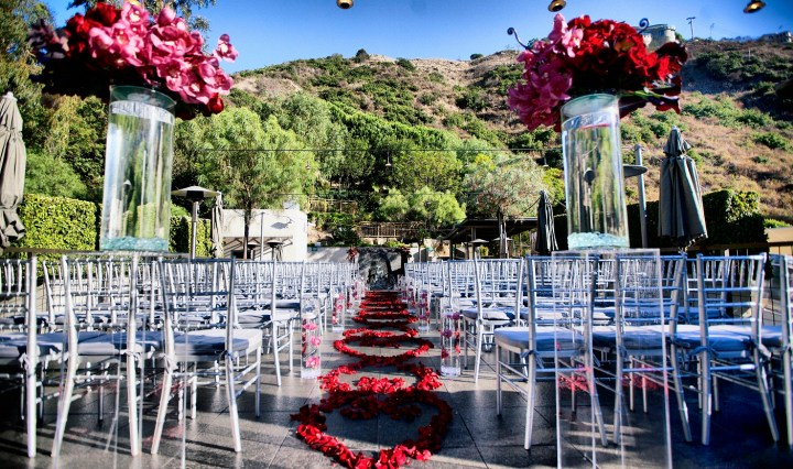 wedding ceremony at Seven Degrees in Laguna Beach with chiavari chairs