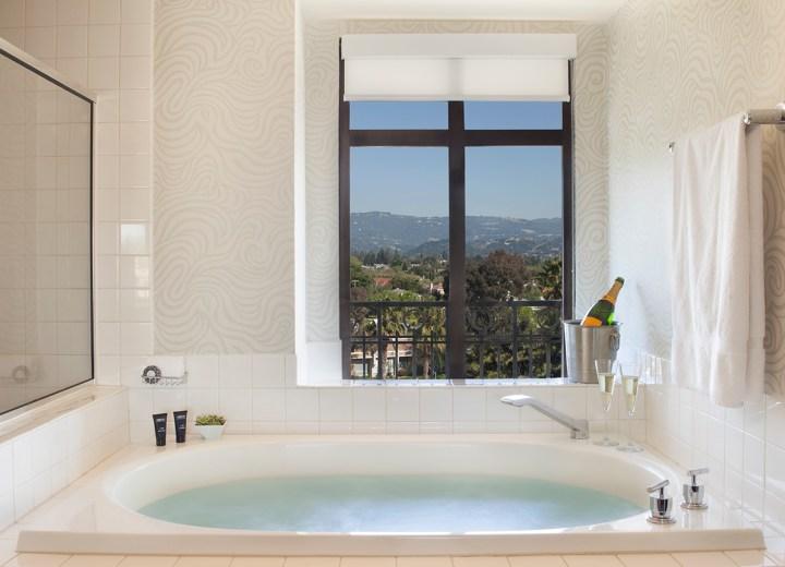 Juniper Hotel Bath