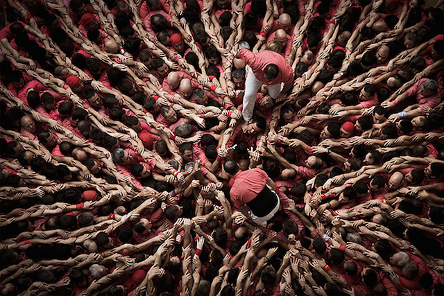 Human-Towers-Aerial-Photos-by-David-Oliete-1