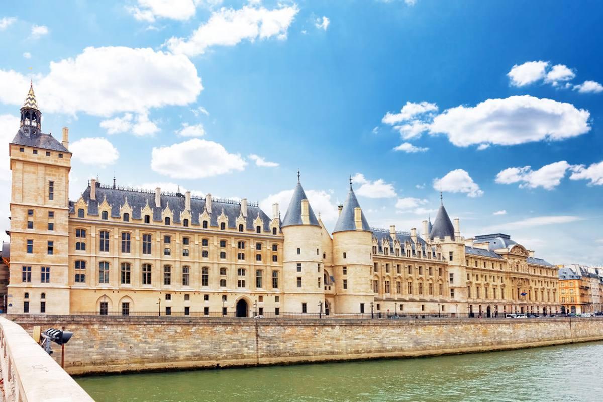 Castle Conciergerie and bridge, Paris