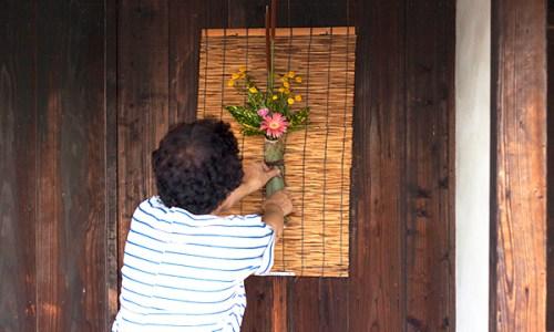 大崎下島・御手洗の軒先に花を飾る活動